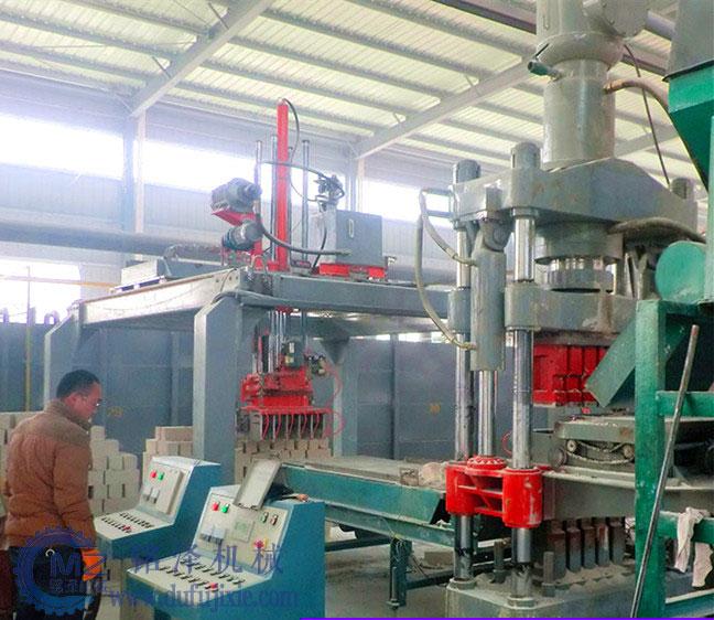 河南小型全自动液压砖机(300吨)使用视频