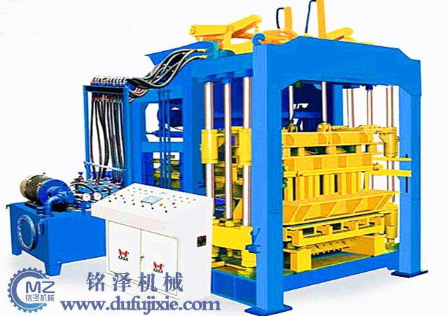 QT10-15型砌块成型机
